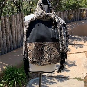 🌵Black Leather Tote and Matching Scarf🌵